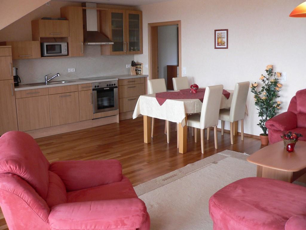 Küche und Essbereich der Ferienwohnung Typ I